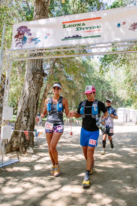 Stephanie Plomarity Photography, Leona Divide, 50k, 50 mile finish line, ultramarathon, altrarunning, lululemon