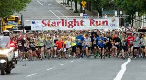 1000s of runners start the Starlight 5K Run