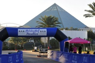 Moody Gardens Holiday Half start line