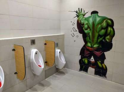 china-theater_hulk-pee