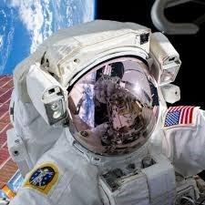 NASA-EVA-SUIT-Closeup-helmet