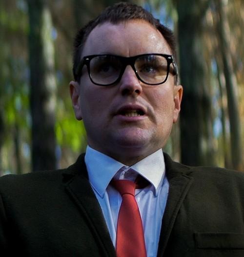 Thomas Sainsbury as Peter Makintosh