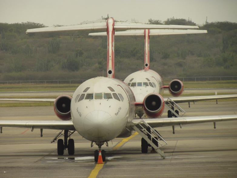 Aviones_en_el_Aeropuerto_de_Maiquetía