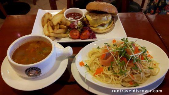Hong Kong City Tour - Charlie Brown Cafe Food
