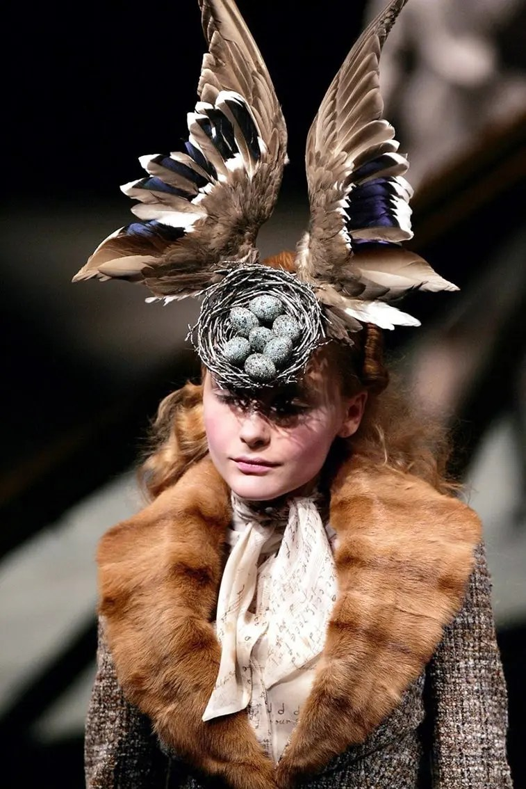 Photo-François-Guillot-philip-treacy-alexander-mcqueen-eleonora-de-gray-runway-magazine