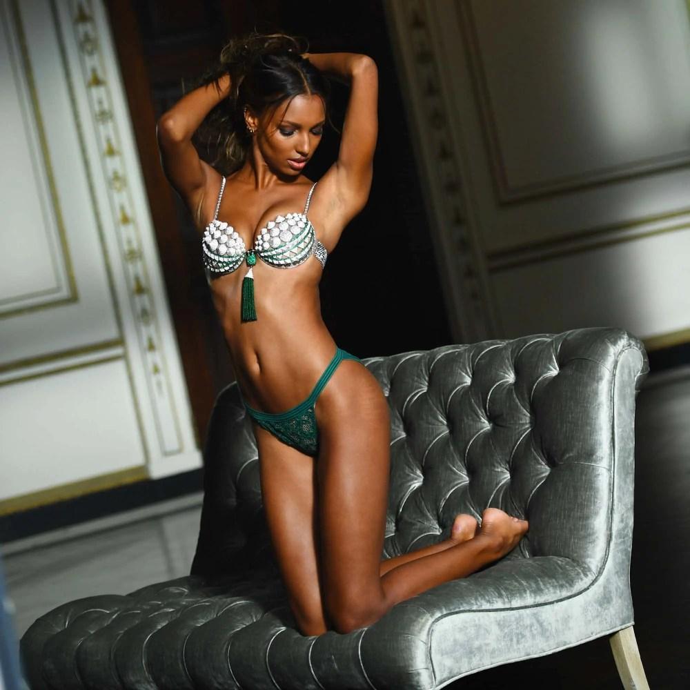 Photos-Victoria-Secret-de-Jasmine-Tooks-Avec-Vergetures