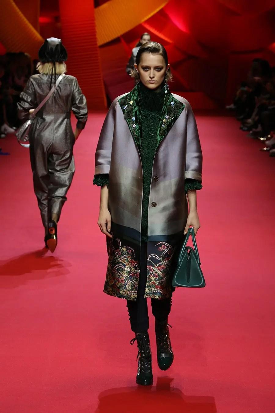 Shiatzy Chen at Paris Fashion Week Fall Winter 2017-2018 ...