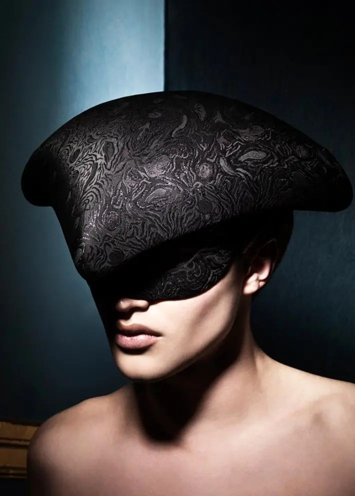 photo-Philippe-Kerlo-Hat-philip-treacy-alexander-mcqueen-eleonora-de-gray-editor-in-chief-official-runway-magazine