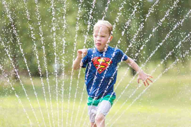 taking great sprinkler photos of kids