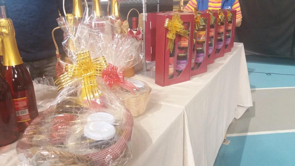 Riekon marjatilan tarjonnassa oli valmiita joulupakkauksia.