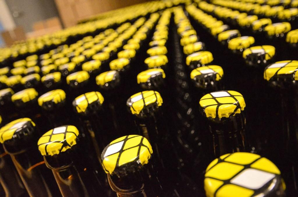 Panimo Hiiden olutpulloja