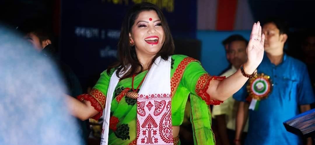 """""""ৰাজনৈতিক সমীকৰণবোৰো নুবুজো""""- কন্ঠশিল্পী গীতালি 1"""