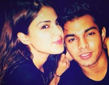 Sushant Singh Rajput case: Rhea Chakraborty's  bail plea to be heard by the High Court tomorrow 4