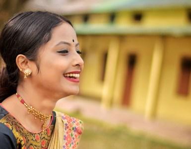 """""""মোৰ অনুভৱী মনটোৱে উশাহ বিচাৰি ফুৰে""""- চয়নিকা বৰুৱা 18"""