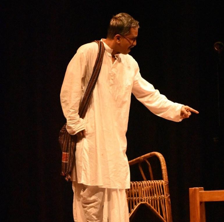 """""""পৰিচালক হ'বলৈ বিচৰা এজন সাধাৰণ ল'ৰাহে মই; যিয়ে ছবি ভাল পায়।""""- লোচন কৌশিক 3"""