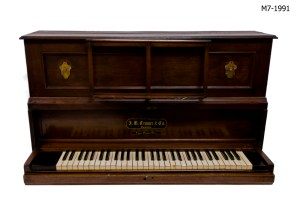 Cramer patent portable piano, Horniman Museum object no. M7-1991