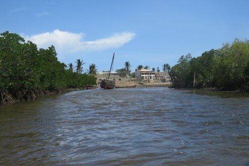 Reaching Siyu at low tide with dhow on the banks-copyright picture Maya Mangat.