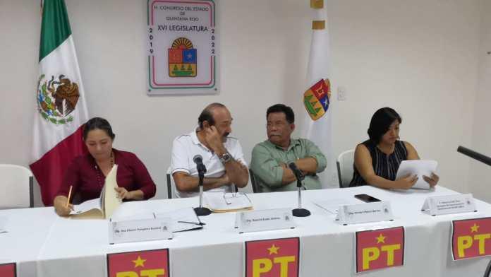 Los diputados petistas en conferencia de prensa