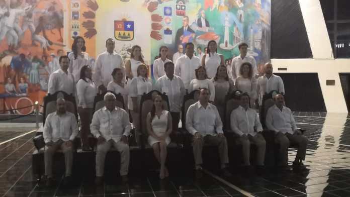 Sólo 23 de 25 diputados se tomaron la foto oficial de la XVI Legislatura