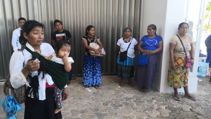 Mujeres llevaron a sus niños a la manifestación