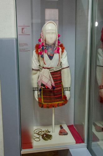 Mariovo folk costume - Girl