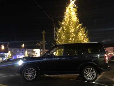 Landrover Discovery with Christmas Tree in Helmsley Market Place