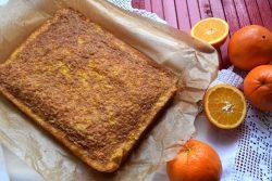 Bolo de laranja húmido em tabuleiro