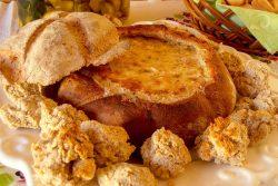 Pão recheado com queijo e alho