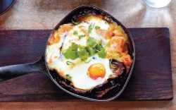 Ovos assados no forno com queijo