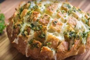Pão de alho com queijo mozzarella