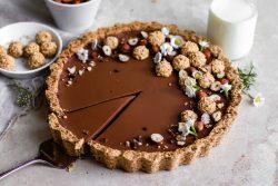 Tarte de chocolate com massa quebrada