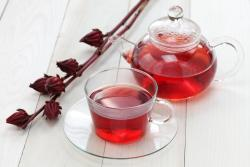 Chá de hibisco com canela