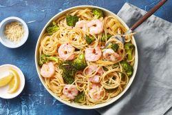 Massa de camarão e brócolos
