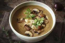Sopa de castanhas com cogumelos