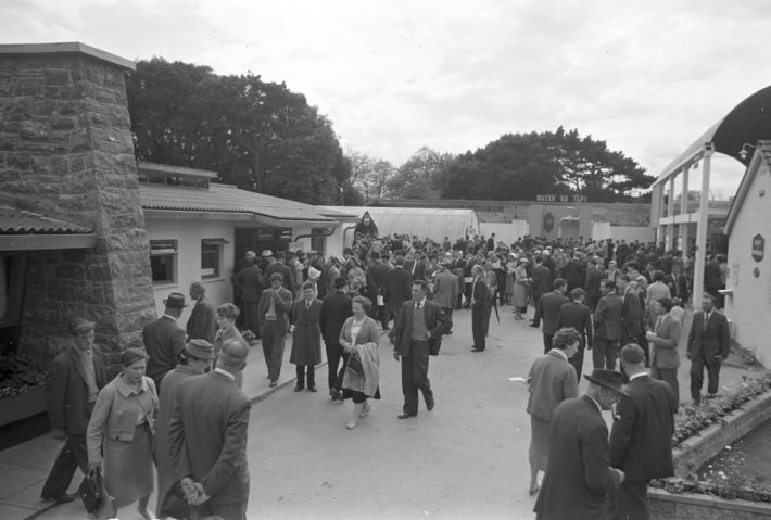 Crowds attending ESB RDS model home, 7 May 1960