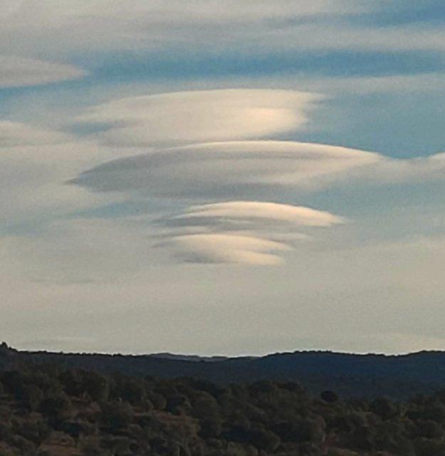 Nubes lenticulares en Burgohondo