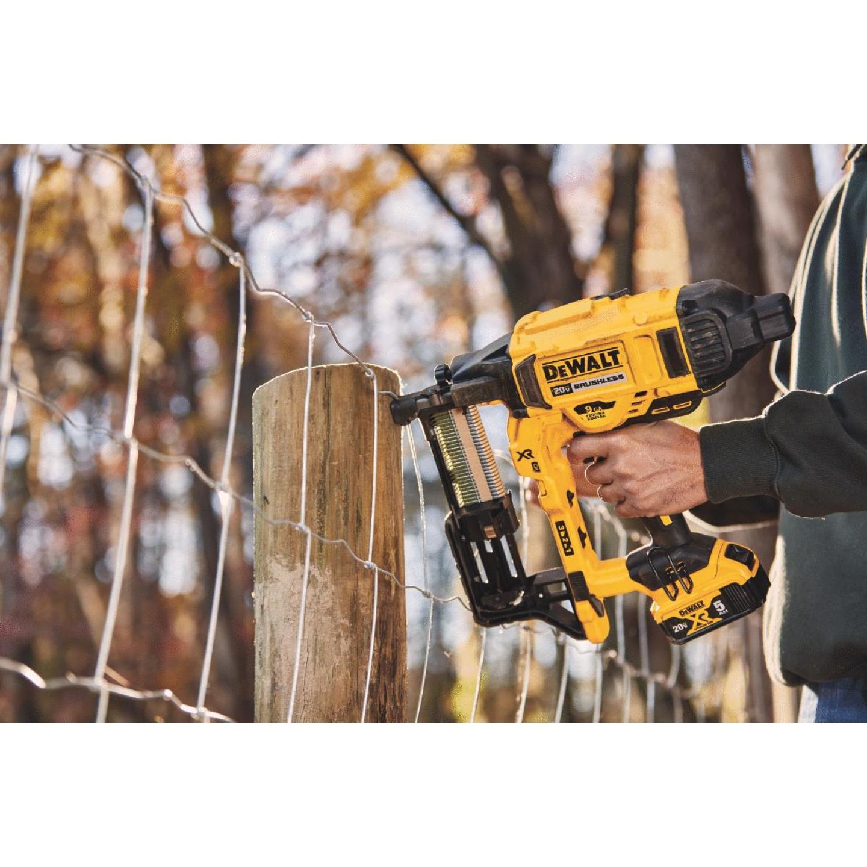 DeWalt  – MAX XR 9 GA Cordless Fencing Stapler