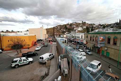 512px-Mexican-American_border_at_Nogales