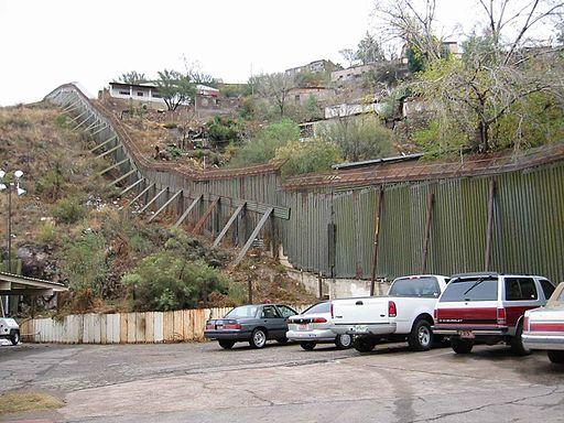 Nogales_Border_Fence_-_panoramio