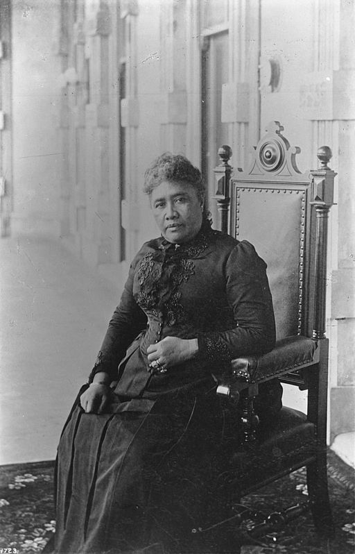 Liliuokalani_in_1891,_USC_Libraries
