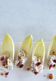 Орехово-сырная закуска на салатных листьях