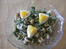 Картофельный салат с лососем и капустой пак чой