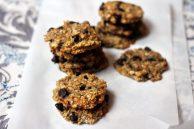 Печенье с шоколадом (кэробом или изюмом)