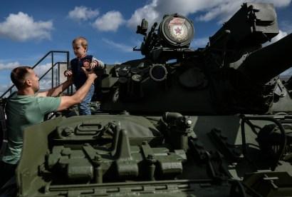 """دبابة """"تي - 55 آ دي"""" السوفيتية التصنيع كانت تصنع في الاتحاد السوفيتي في الفترة ما بين عام 1958 وعام 1978"""