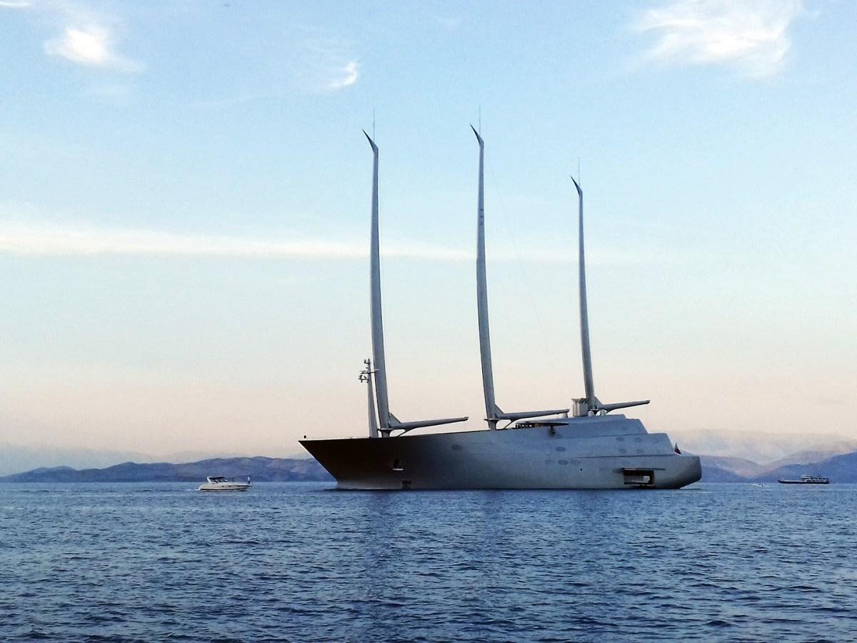 Segelyacht SY A vor Korfu Stadt 2018