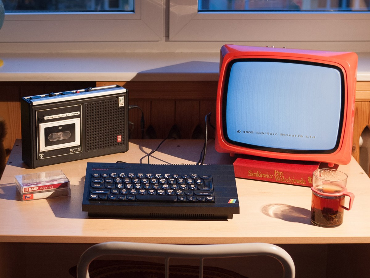 Quelle: podstawczynski.com - ZX Spectrum+ with Polish Unitra Vela 203 portable TV, Unitra tape recorder (licensed from Grundig)