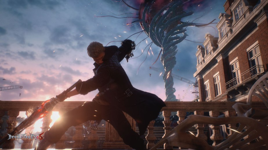 Devil May Cry 5: Nero auf Balkonien mit guter Aussicht auf den Baum Qliphoth.