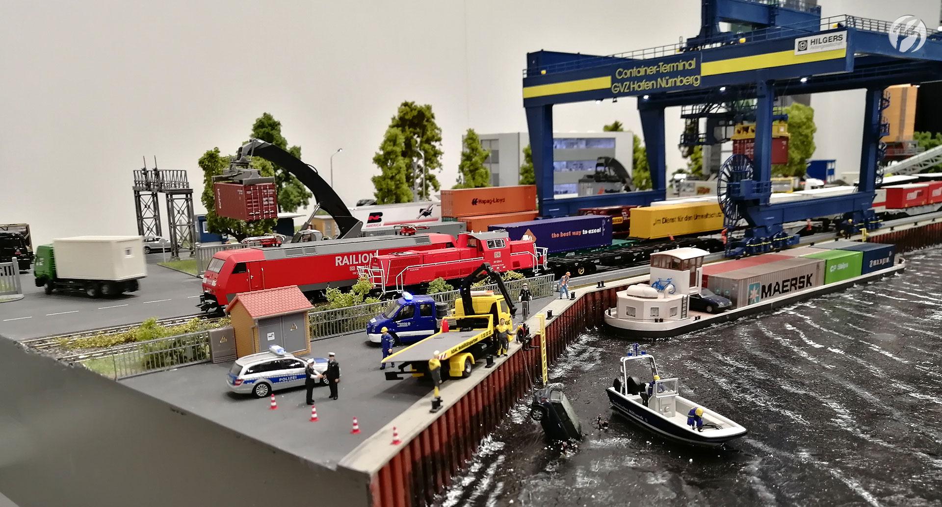 Die Miniaturwelten von Faller hatten diesmal sogar ein Nürnberg-Hafen Szenario am Stand.
