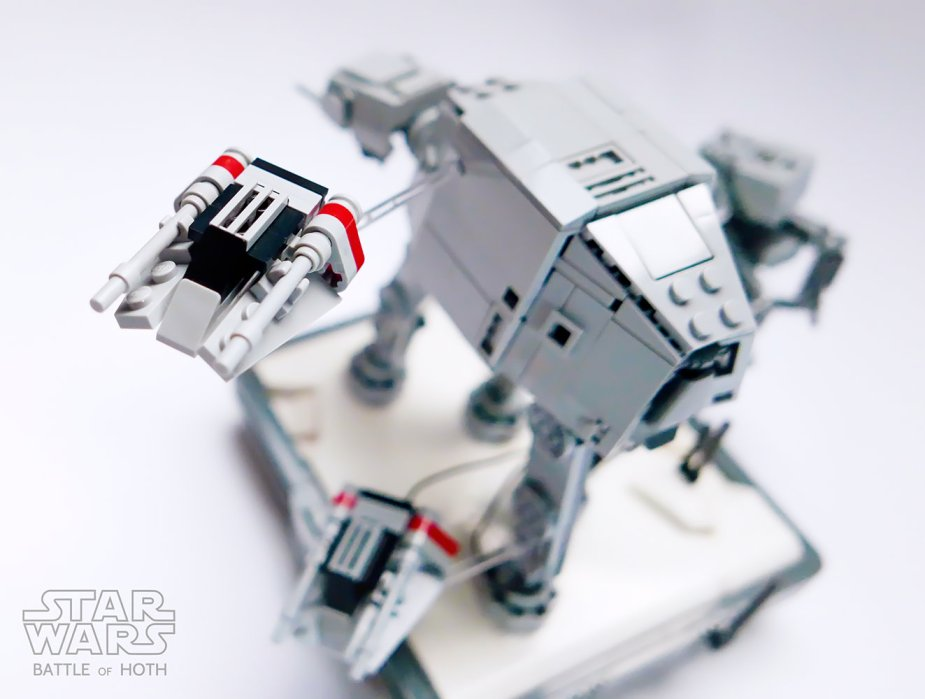 Quelle: flickr - GolPlaysWithLego - Nanofigure scaled AT-AT