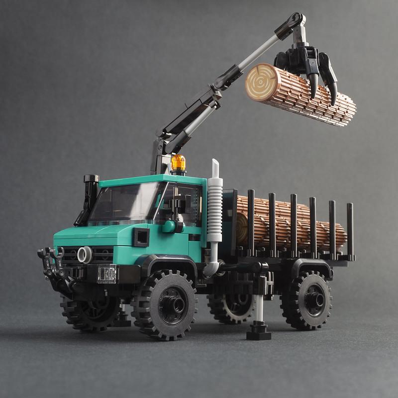 Jonathan Elliott - LEGO Unimog U1700 With Hiab